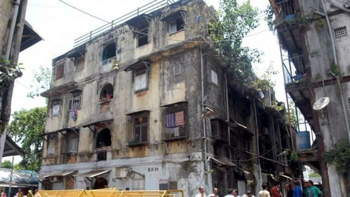 Perform structural audits of hazardous buildings from corporator funds; MNS demand