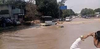 Pune: Mutha canal wall breaches, flooding in Dandekar bridge