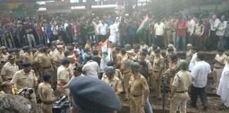 Bharat Bandh: Rail roko at andheri station by congress