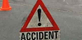 Two injured as oil truck overturns in Thane
