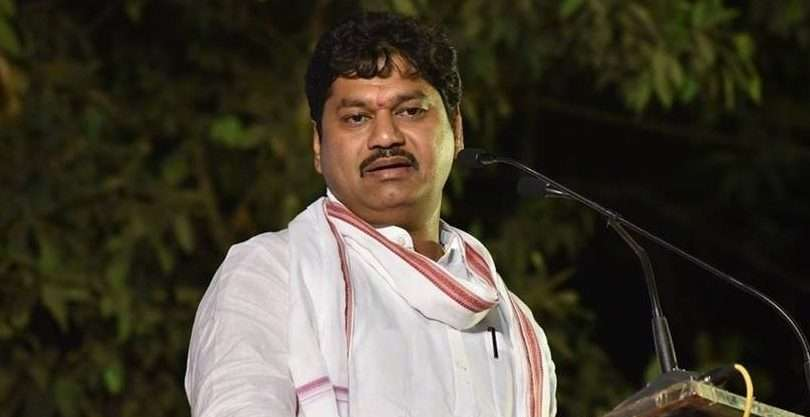 Dhananjay munde broke protocol and arrived in belgaon at midnight