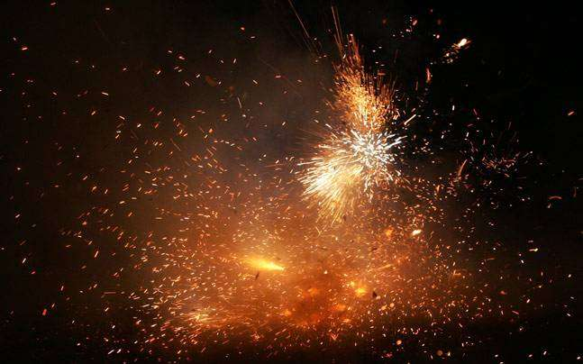firecrackers banned in Diwali between 8 to 10 pm