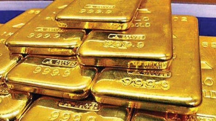 pune Custom department arrested women who was smuggling gold