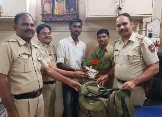 honest auto rickshaw driver returned passengers money