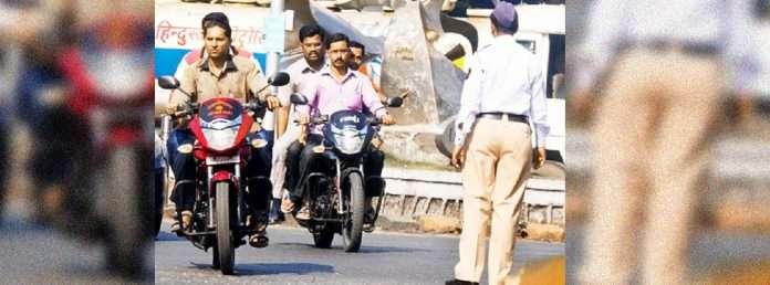 tripple seat mumbai police