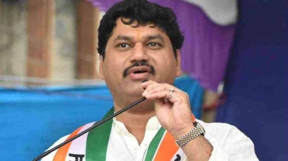 Dhanajay munde slams sudhir mungantiwar and bjp