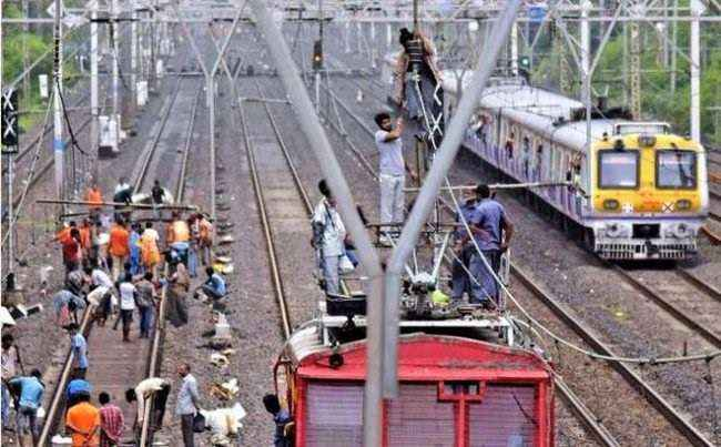 kurla tilak nagar between problem harbour railway local service disrupted