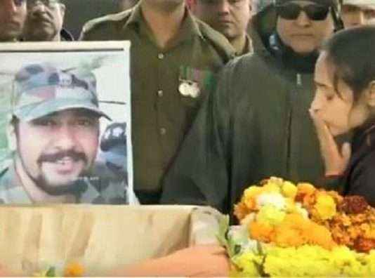 Late Major VS Dhoundiyal's wife says I Love You to him at his last goodbye