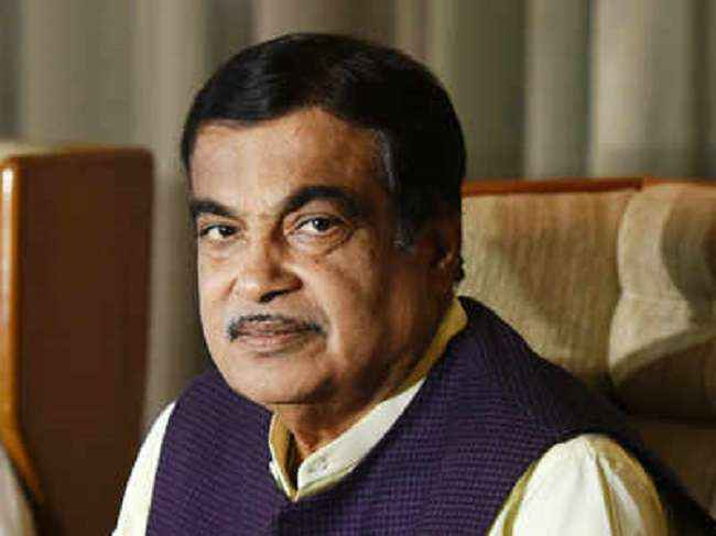 who ever do caste based politics i will bit him - nitin gadkari