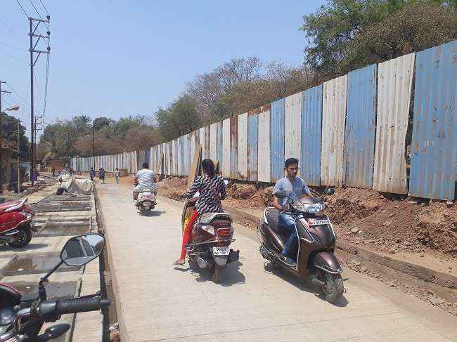 MMRDA disrupts road work