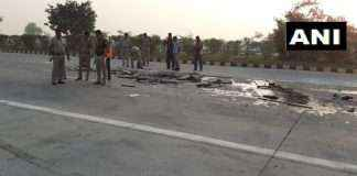 bus rammed into a truck on Yamuna Expressway