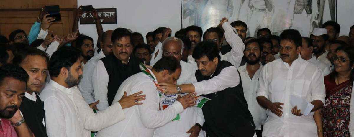 Pravin gaikwad enters in congress,Congress nominee Ulhas Patil from Raver