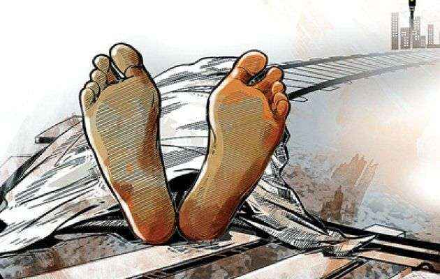 two people died by falling from running train at kurla