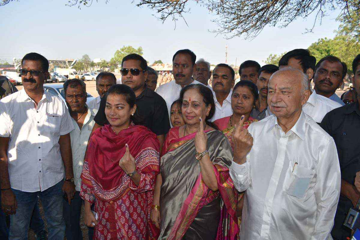 Sushilkumar shinde family
