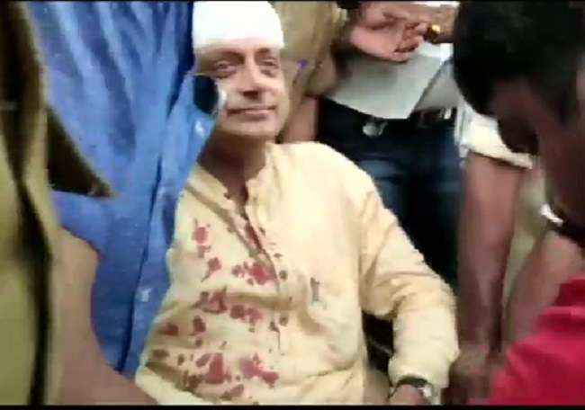 shashi tharoor got injure in temple ceremony