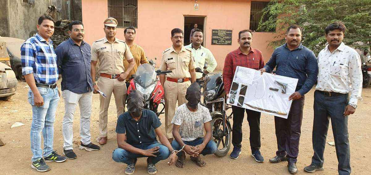 vithalwadi police arrested two youths with weapons in ulhasnagar