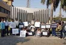 Protest against sadhvi pragya insulting remark on karkare in mumbai