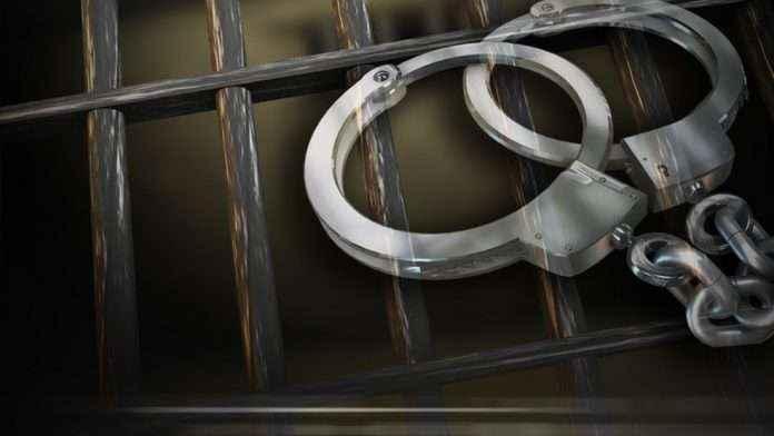 Mumbai three drunk youths traffic police in chembur