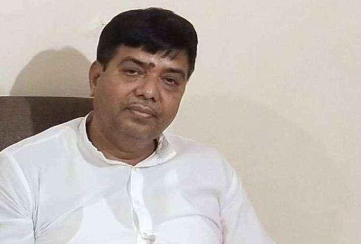 Kishore Samrite give letter to ec