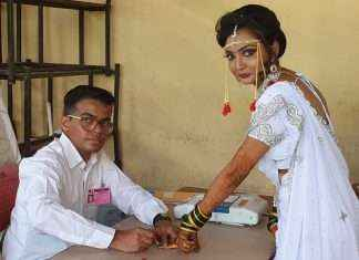 ulhasnagar bride first did voting and then go for marriage