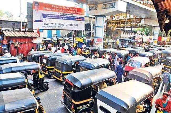 action against 100 auto rickshaw drivers in kalyan