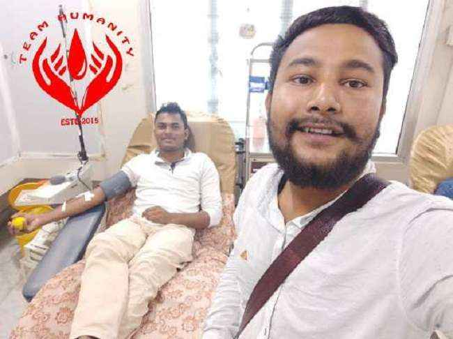 man breaks ramzan fast roza to donate blood