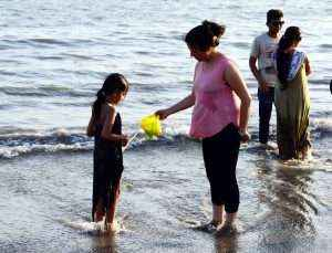 Mothers Day at Mumbai Beach