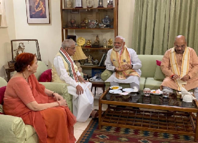 Narendra modi meet Lal Krishna Advani and Murli Manohar Joshi
