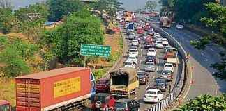 today Mumbai pune expressway are closed for half an hour