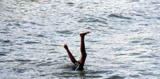 boys swimming at dadar chaupaty