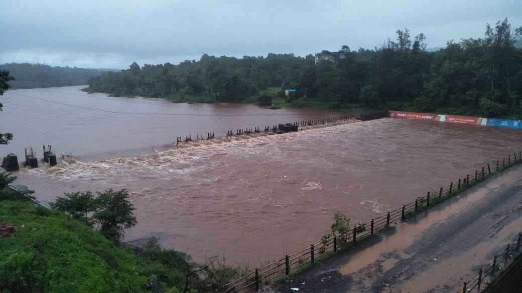 the bombay goa highway closed due to the flood of jagbudi river