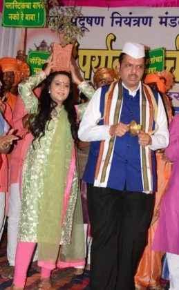 CM devendra fadnavis with wife amruta fadnavis