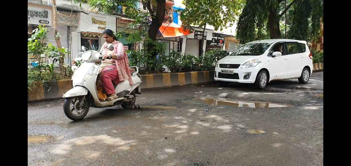Protest against potholes in ulhasnagar