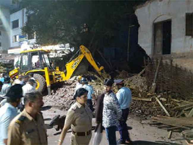 homes collapsed in Pune