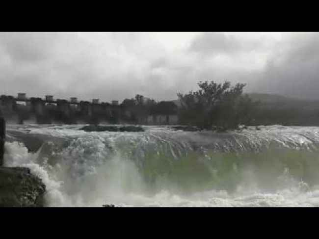 Khadakwasla dam of pune city overflowing