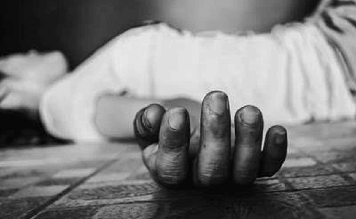 married female comitted suicide in kalyan