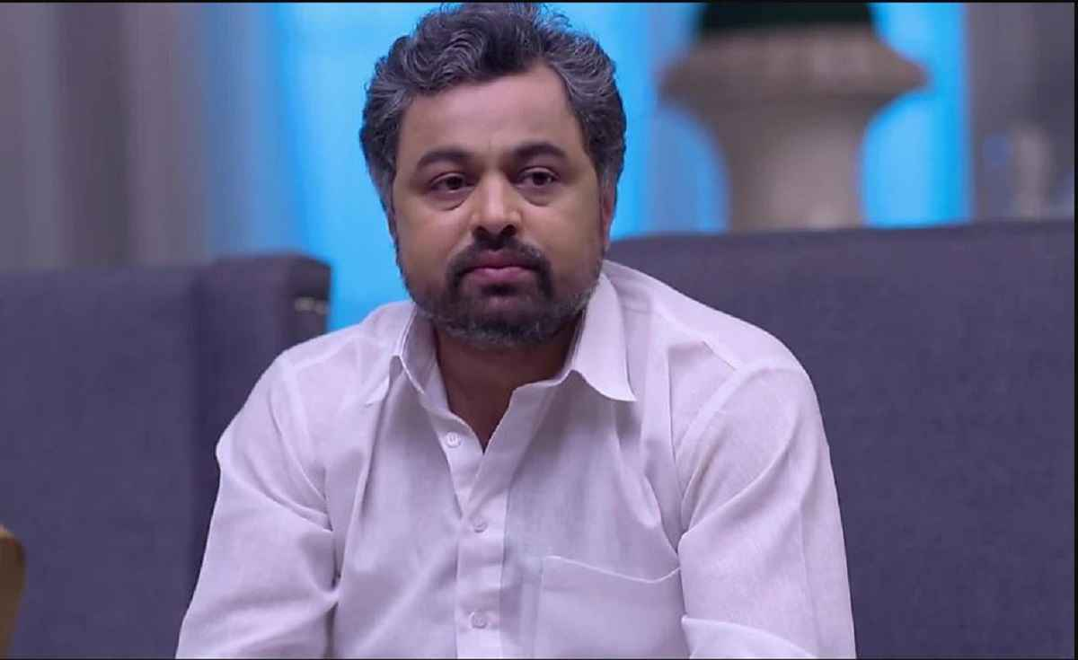 subodh bhave reaction on nsui student leader mutilated savarkar statue at delhi university