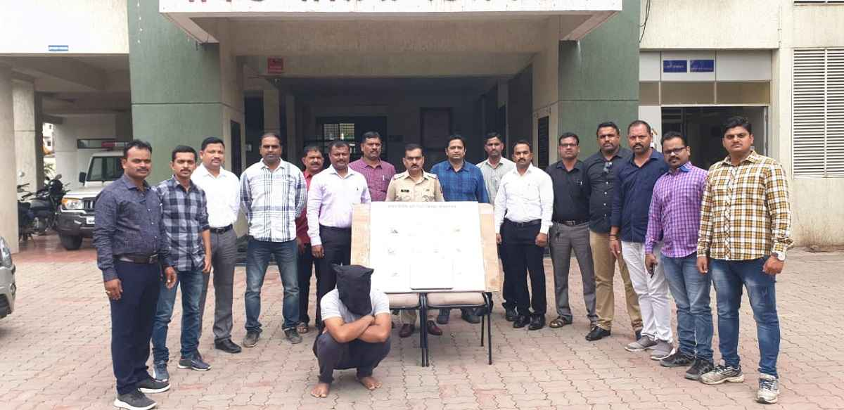 pune police arrested thief who use to travel by plane
