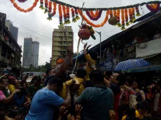swami samarth junior kg school students celebrate dahi handi in prabhadevi