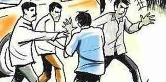 car driver beaten up by drunken police in nashik