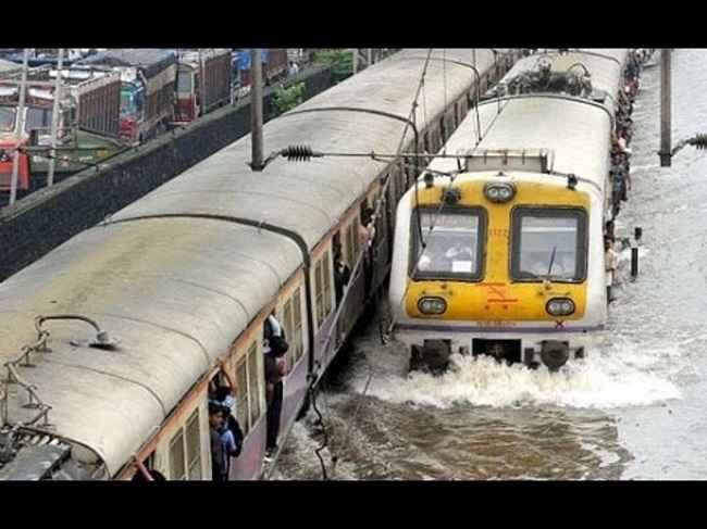 heavy rainfall impact on mumbai local