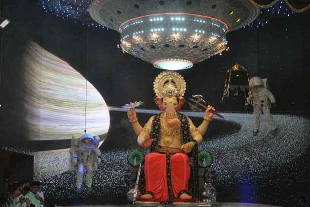 lalbagcha raja mukhadarshan.jpg9