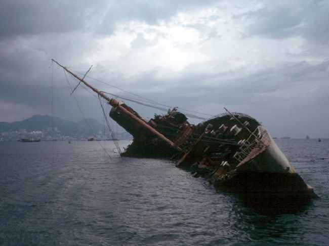 31 killed in three shipwrecks in the philippines
