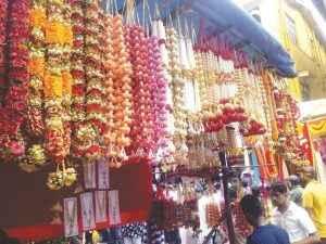 rush in market for Ganapati's arrival २