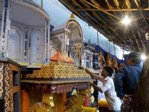 rush in market for Ganapati's arrival ३