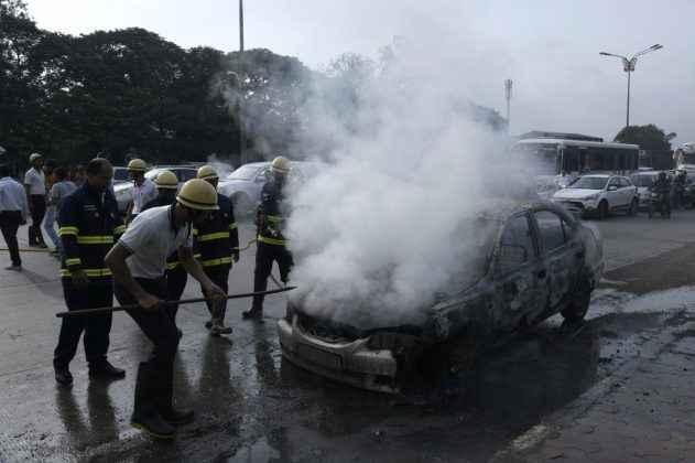 The accident of three cars in navi mumbai