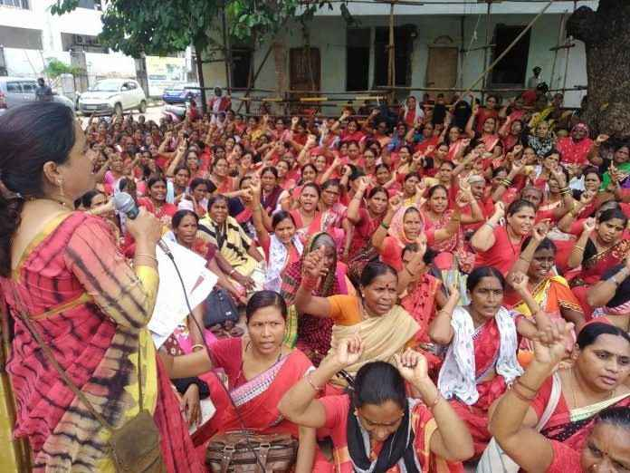 Anganwadi sevika jail bharo andolan for outstanding salary