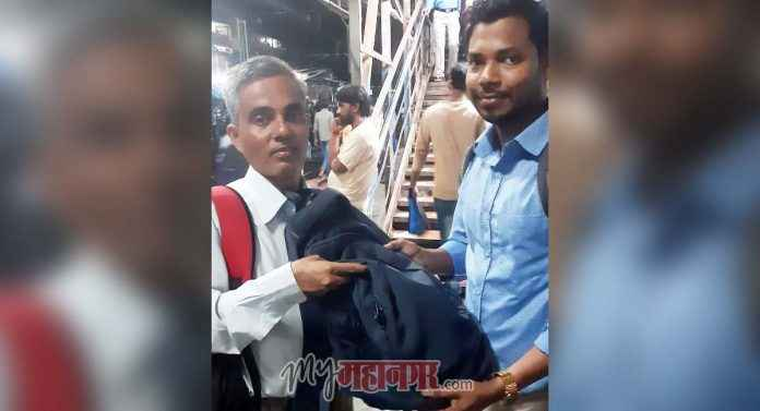 honest railway passenger has returned important documents and cash
