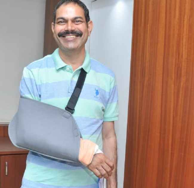 Attend election duty even after surgery on hand!
