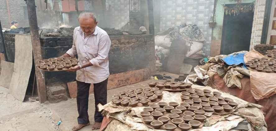 clay lamps made in dharavi kumbharwada at mumbai